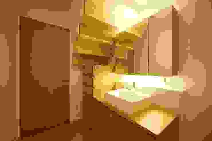洗面脱衣室: 有限会社クリエデザイン/CRÉER DESIGN Ltd.が手掛けた浴室です。,モダン
