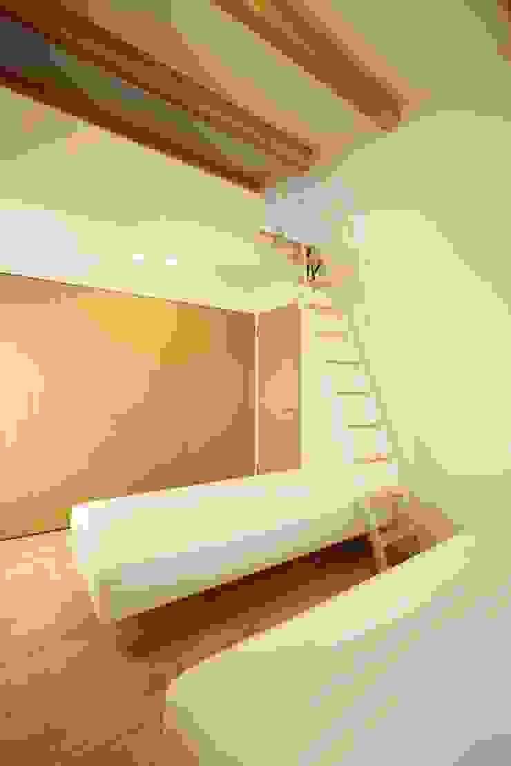 2階主寝室 有限会社クリエデザイン/CRÉER DESIGN Ltd. ミニマルスタイルの 寝室