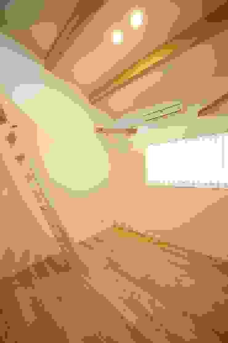 2階寝室-1 有限会社クリエデザイン/CRÉER DESIGN Ltd. ミニマルスタイルの 子供部屋
