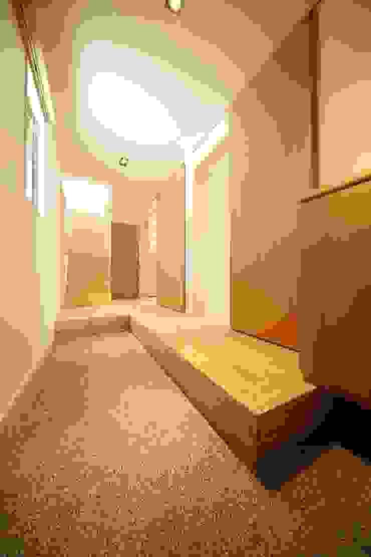 玄関/廊下 有限会社クリエデザイン/CRÉER DESIGN Ltd. モダンスタイルの 玄関&廊下&階段