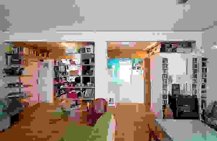 Reforma Low-Cost Salones de estilo moderno de idearch studio Moderno