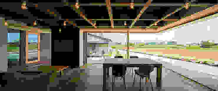 Comedores de estilo  de murase mitsuru atelier, Industrial