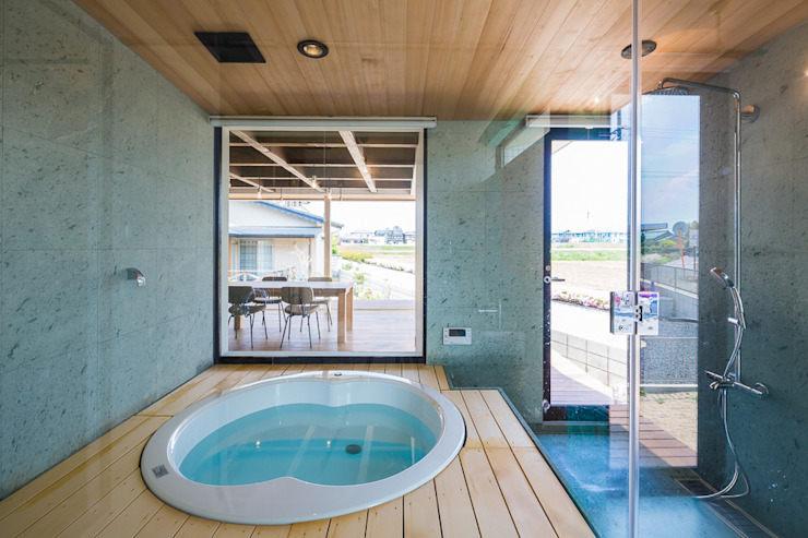 Baños de estilo  de murase mitsuru atelier, Industrial
