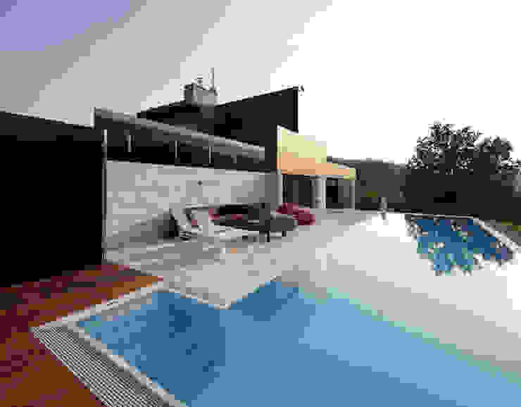 Salta a la vista... Piscinas de estilo mediterráneo de RENOLIT ALKORPLAN Mediterráneo