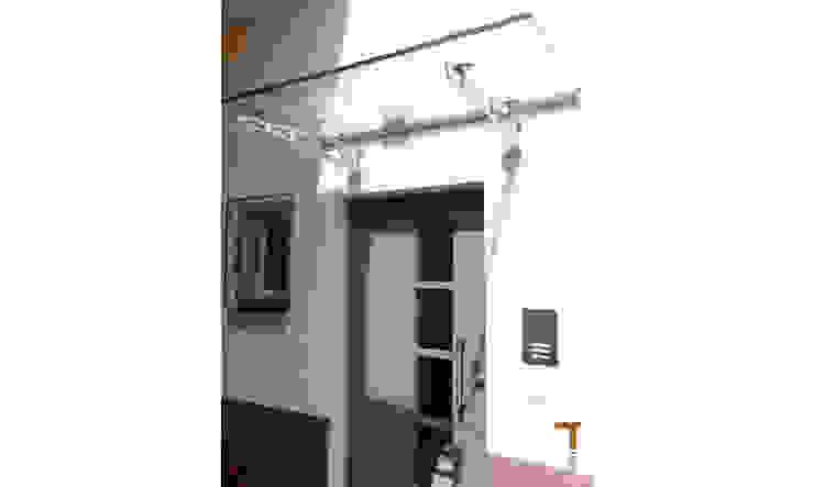 Neue Haustür mit Vordach Klassische Häuser von architektur WEIDE Klassisch