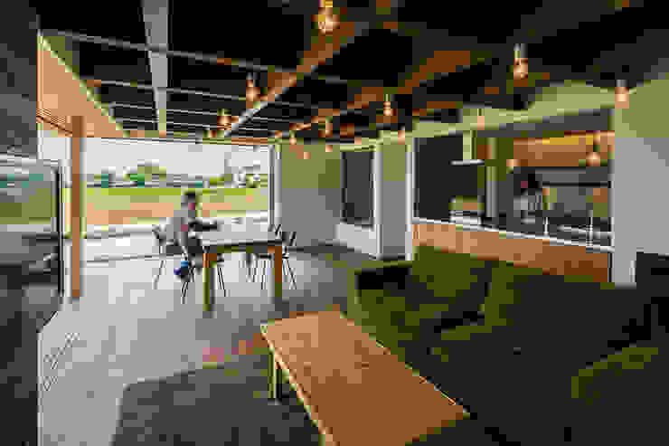 Salones de estilo  de murase mitsuru atelier, Industrial