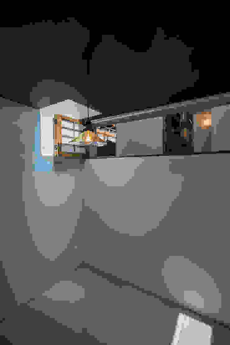 ふたつの芽 インダストリアルデザインの 多目的室 の murase mitsuru atelier インダストリアル