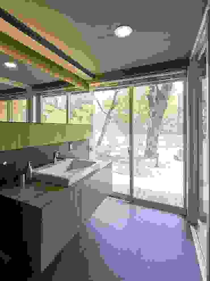洗面所 IBC DESIGN モダンスタイルの お風呂