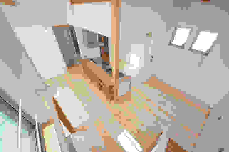 『光あふれる家族スペースの住まい』 モダンな キッチン の m+h建築設計スタジオ モダン