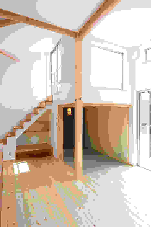 『光あふれる家族スペースの住まい』 モダンデザインの 多目的室 の m+h建築設計スタジオ モダン