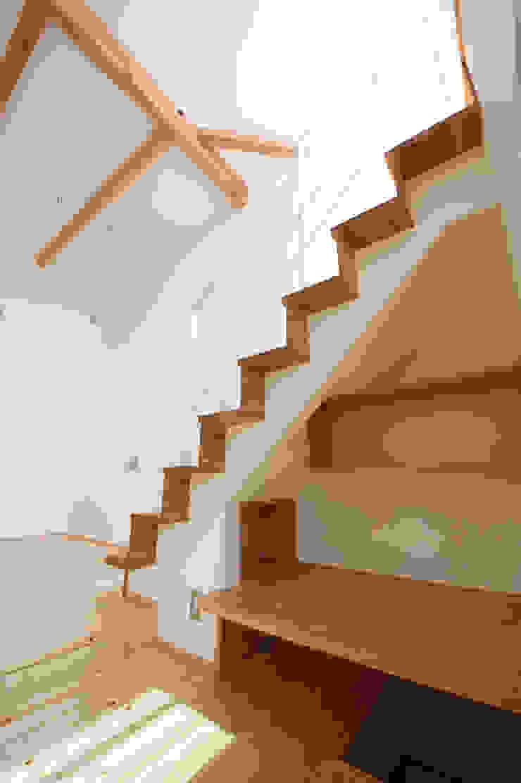『光あふれる家族スペースの住まい』 モダンデザインの ダイニング の m+h建築設計スタジオ モダン
