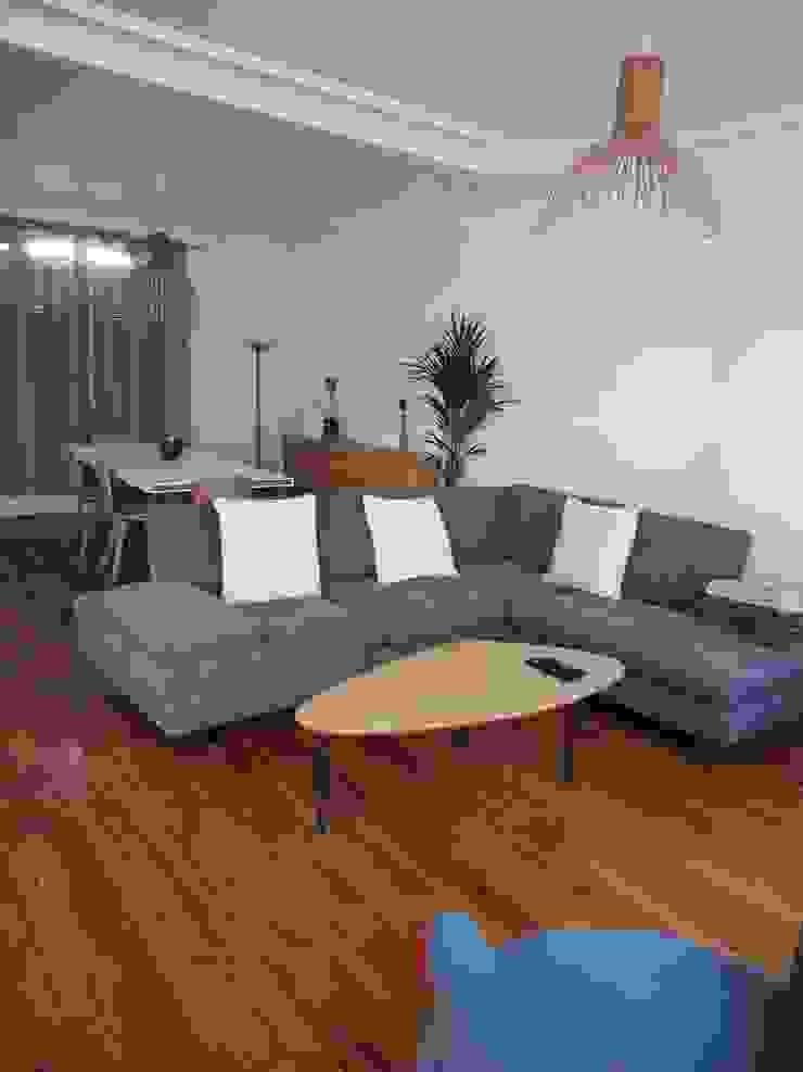 Maison agrandie et rénovée de tous cotés agence MGA architecte DPLG Salon minimaliste