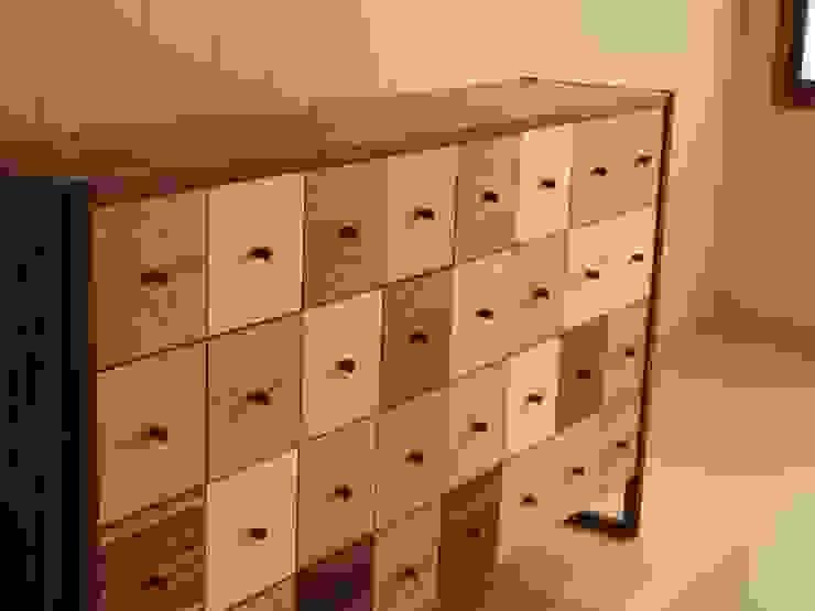 Iro色チェスト: 家具工房旅する木が手掛けた工業用です。,インダストリアル