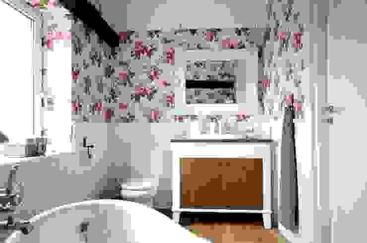 Country style bathrooms by Grzegorz Popiołek Projektowanie Wnętrz Country