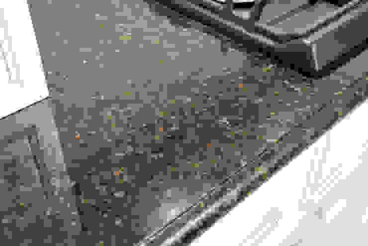 Naturalny granitowy blat kuchenny - GRANMAR Sp. z o. o. Klasyczna kuchnia od GRANMAR Borowa Góra - granit, marmur, konglomerat kwarcowy Klasyczny