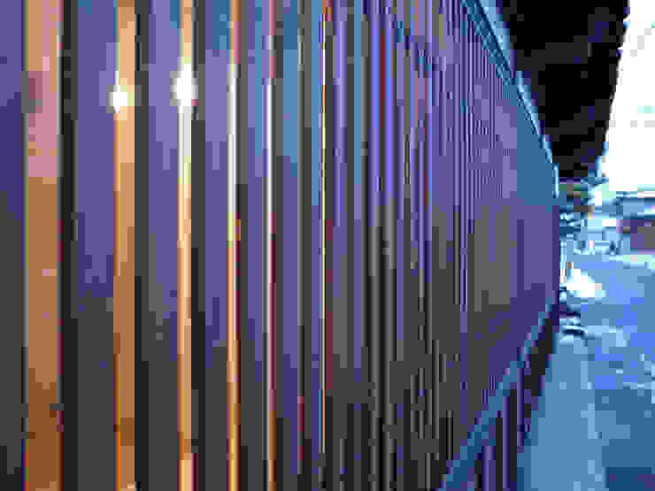 Wooden bars at the Window アジア・和風の 窓&ドア の ワダスタジオ一級建築士事務所 / Wada studio 和風
