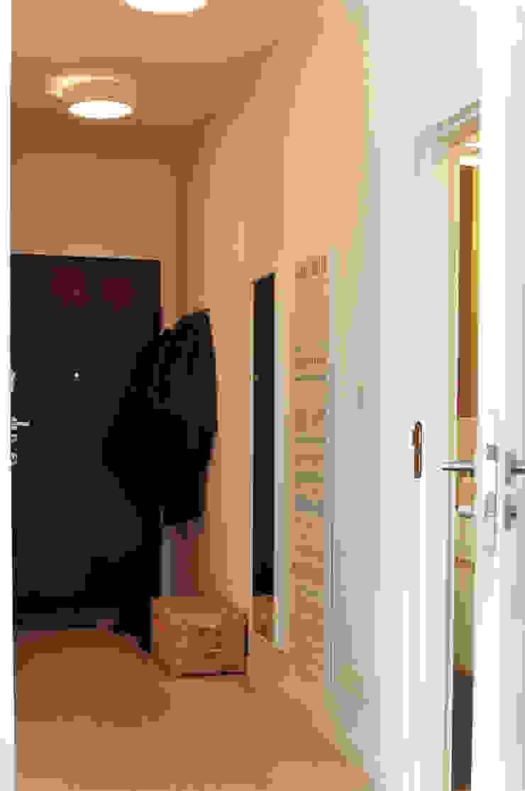 PRIVATE APARTAMENT 03 Eklektyczny korytarz, przedpokój i schody od PUFF Eklektyczny