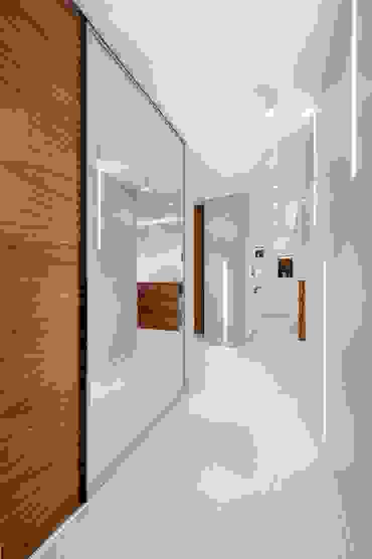 Minimalistischer Flur, Diele & Treppenhaus von Finchstudio Minimalistisch
