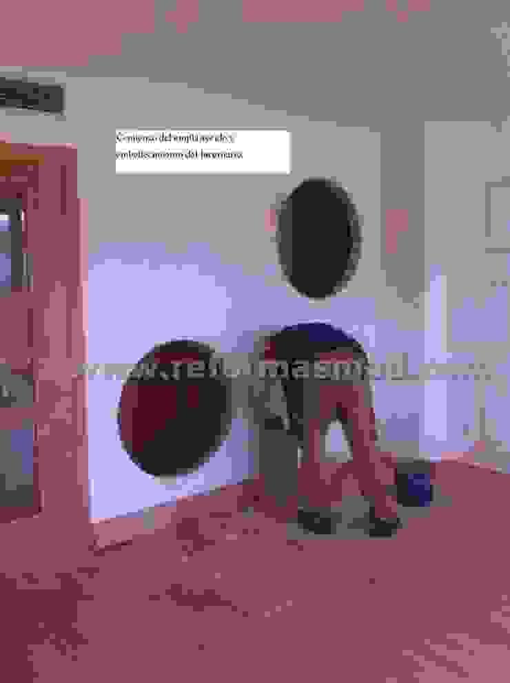Un salón con lucernario muy personal. de METODO ORIGINAL DECOR (Reformas MOD) Moderno