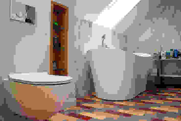Dom pod Krakowem Nowoczesna łazienka od Finchstudio Nowoczesny
