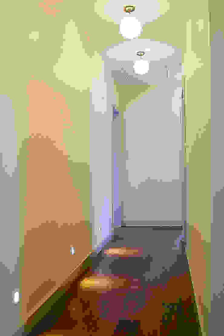 Finchstudio Classic style corridor, hallway and stairs