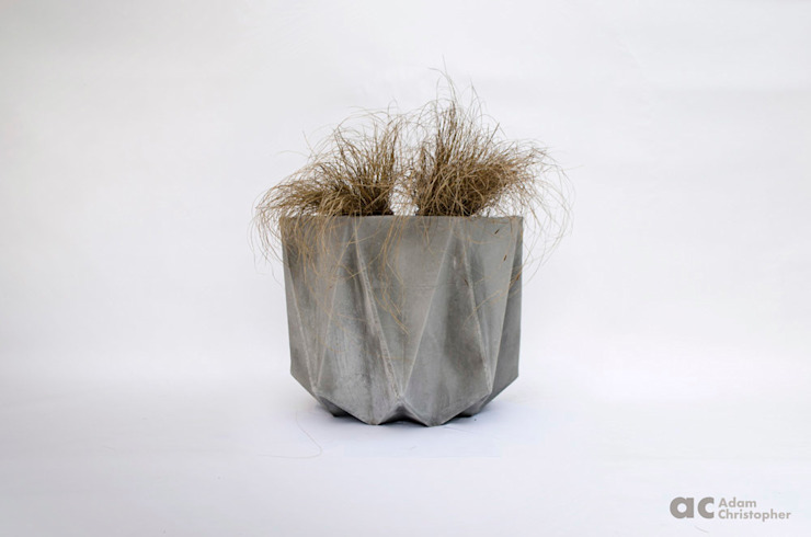 Prisme in warm grey concrete Adam Christopher Design Garden Plant pots & vases