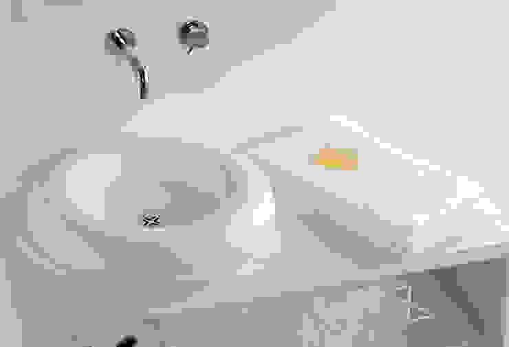Lavabo SALVAGENTE y mueble CASCO de Boing Original Minimalista