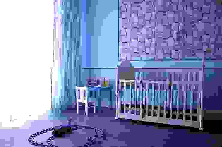 Нескучный серый: Детские комнаты в . Автор – PichuginaDesign, Классический