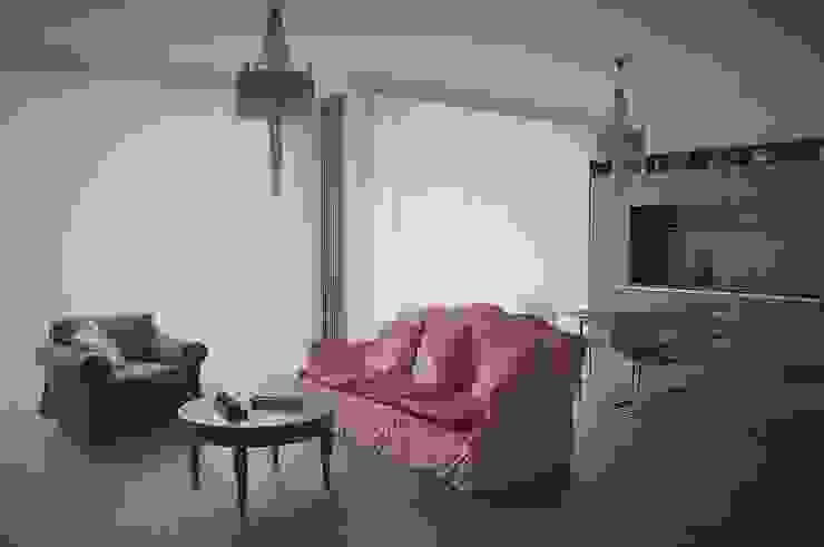 Нескучный серый Гостиные в эклектичном стиле от PichuginaDesign Эклектичный