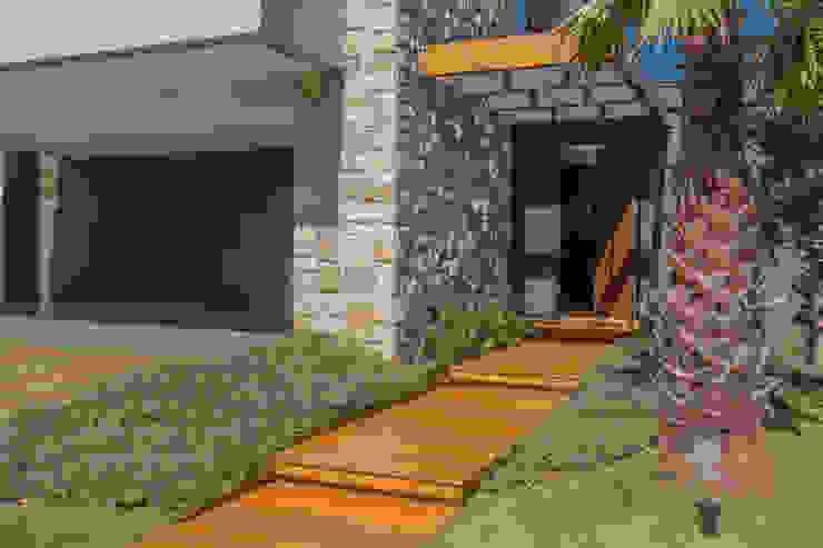 Jardim de Entrada Casas modernas por WTstudio Moderno