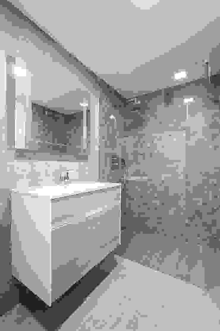Baño 2 LLIBERÓS SALVADOR Arquitectos Baños de estilo minimalista