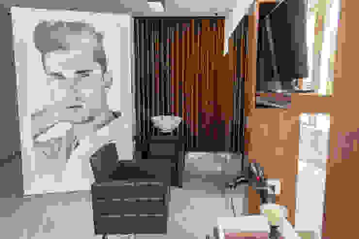 Hair Dresser - Luis Espaços de trabalho ecléticos por Ângela Pinheiro Home Design Eclético Madeira Acabamento em madeira