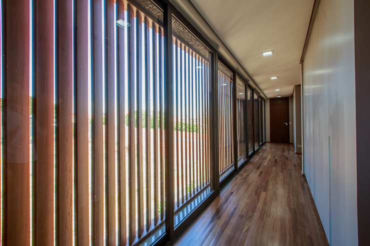 Corredor Corredores, halls e escadas modernos por WTstudio Moderno