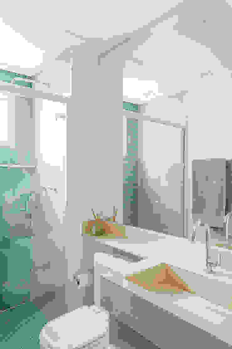 APARTAMENTO Banheiros minimalistas por MARCY RICCIARDI ARQUITETURA & INTERIORES Minimalista