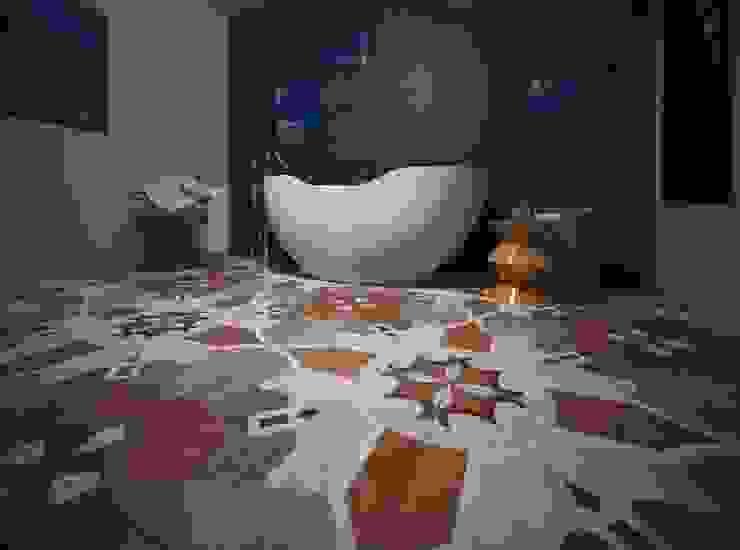 Ванная комната: охра и кобальт Ванная комната в стиле минимализм от PichuginaDesign Минимализм