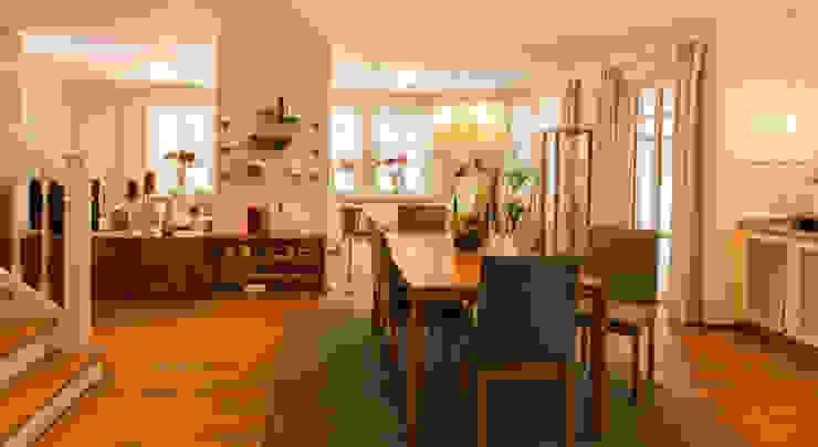 Столовая комната в стиле кантри от Haacke Haus GmbH Co. KG Кантри