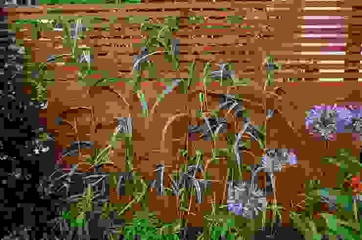 Plantas para un patio inglés Jardines de estilo moderno de Asilvestrada Moderno