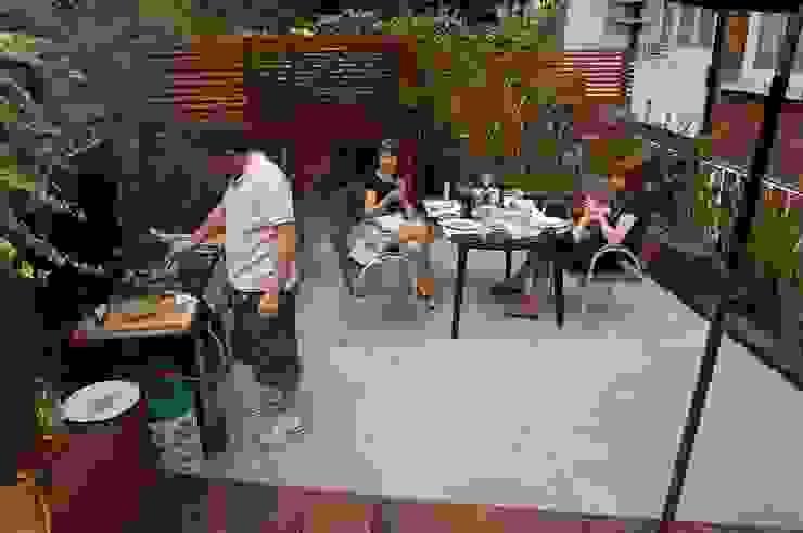 Reforma de patio en Londres Jardines modernos de Asilvestrada Moderno