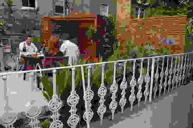 Jardines de estilo moderno de Asilvestrada Moderno