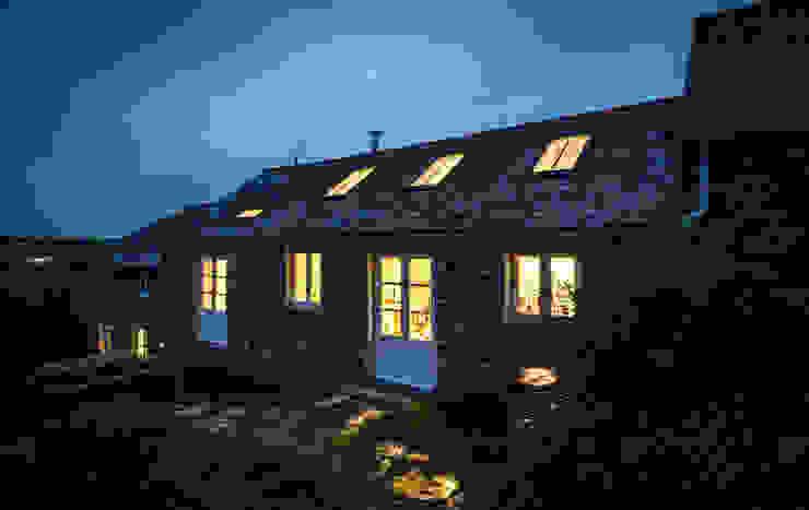 Porth Cottage by Bradley Van Der Straeten Architects