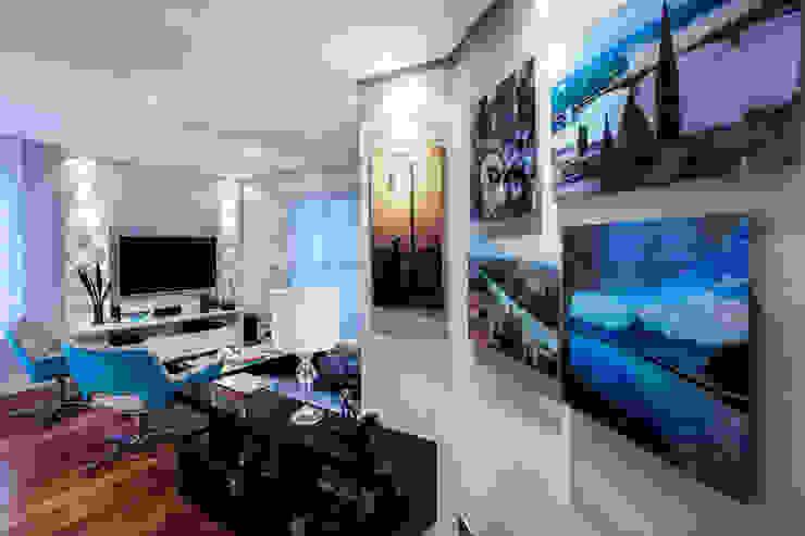 Pasillos, vestíbulos y escaleras modernos de Amanda Pinheiro Design de interiores Moderno