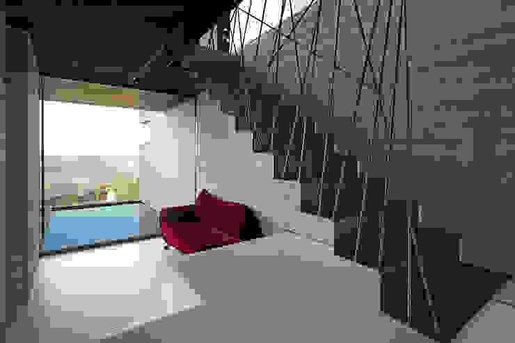 Pasillos, vestíbulos y escaleras de estilo minimalista de ar-quo Minimalista