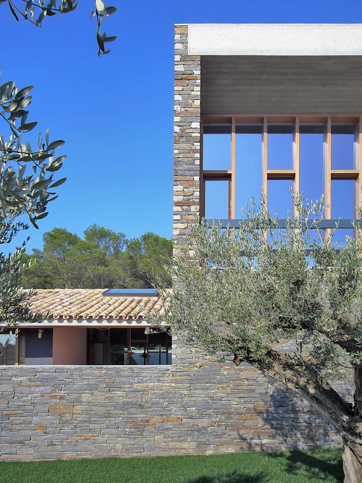 Country style house by bellafilarquitectes Country