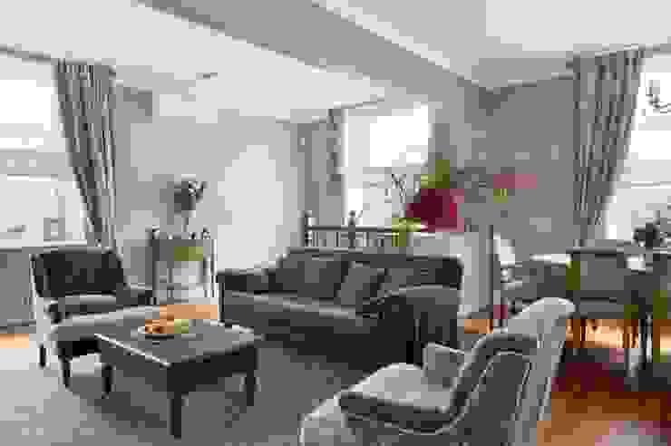 Квартира в сиреневых тонах Гостиные в эклектичном стиле от ANIMA Эклектичный