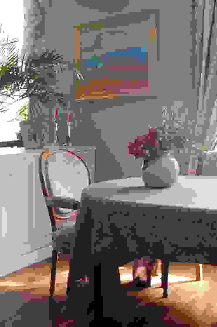 Квартира в сиреневых тонах Столовая комната в классическом стиле от ANIMA Классический