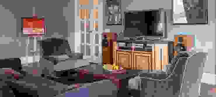 Квартира в сиреневых тонах Гостиная в стиле модерн от ANIMA Модерн