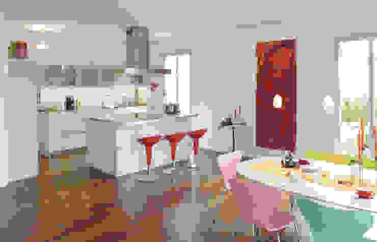 Cucina moderna di Haacke Haus GmbH Co. KG Moderno
