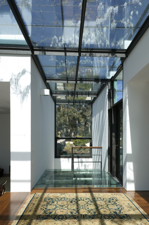 Casa I Corredores, halls e escadas modernos por A. BURMESTER ARQUITECTOS Moderno