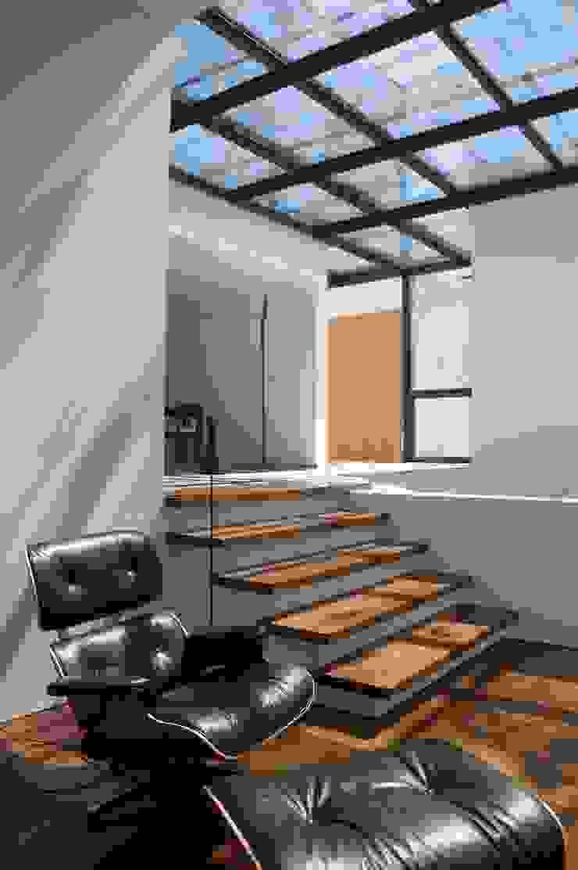 Casa I Salas de estar modernas por A. BURMESTER ARQUITECTOS Moderno
