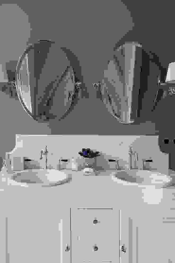 Квартира в сиреневых тонах Ванная комната в эклектичном стиле от ANIMA Эклектичный